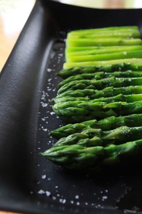 旬の地元野菜・ゆでアスパラ